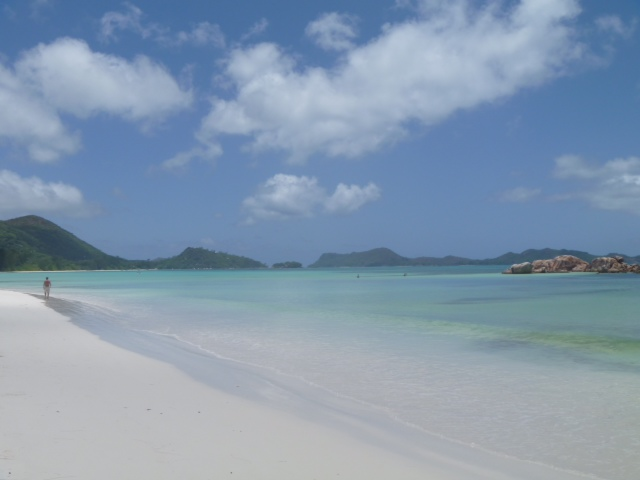 beautiful seychelles beach scene2